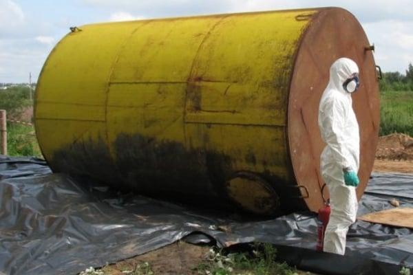 С территории Дарницкого лесхоза вывезено около 800 кг химически-опасных веществ
