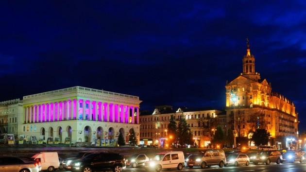 С 26 по 31 октября розовая подсветка Philips озарит Пешеходный мост и Киевскую консерваторию в знак поддержки борьбы против рака молочной железы