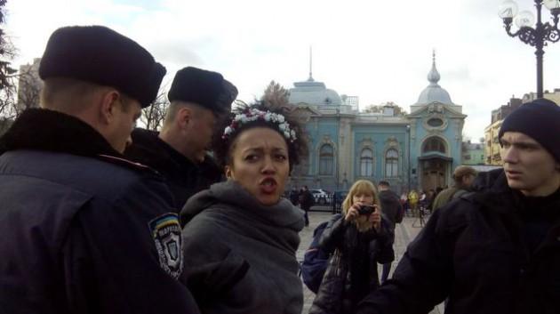 Активистки Femen устроили акцию под Радой