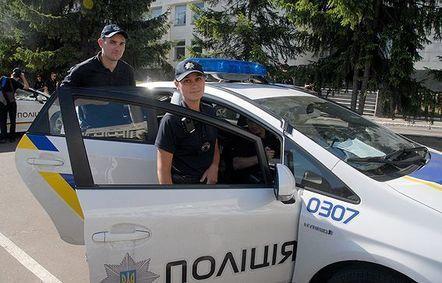 Патрульной полиции Киева передали 200 автомобильных аптечек
