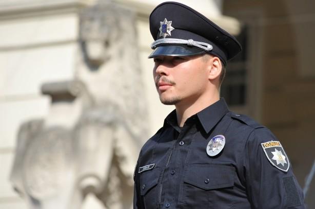 Вчера в социальных сетях разгорелся скандал вокруг одного из киевских полицейских