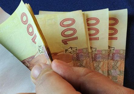 Женщина перевела на личный счет около 60 тыс. гривен