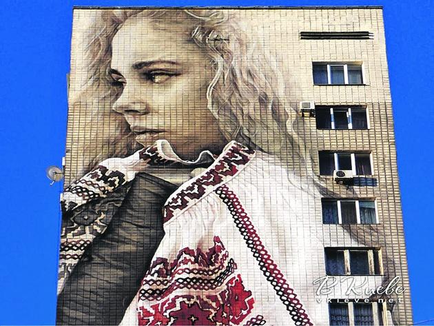 Прототипом девушки с вышиванкой, вероятно, стала дочь первого замглавы КГГА Игоря Никонова