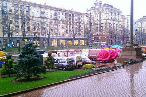 """Предпринимателей обвиняют в """"оккупации"""" тротуара на Крещатике"""