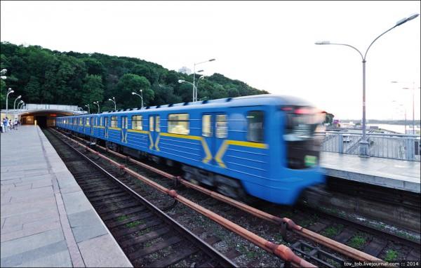 На красной ветке киевского метро появились 24 модернизированных поезда