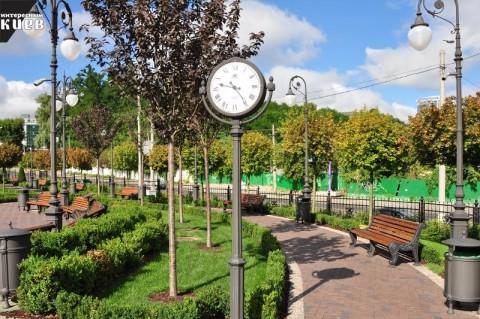 Кроме насаждений и газонов, на площадках планируется установить спортивные и детские площадки