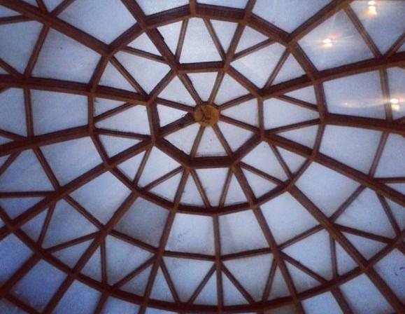 """На станции """"Дорогожичи"""" купол оформлен в виде снежинки"""