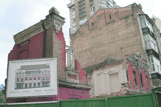 Застройщик анонсировал реконструкцию особняка, а вместо этого снес дом