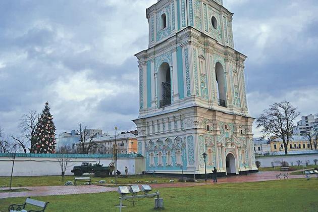 колокольня Софии наклонилась в сторону Майдана на 12 см