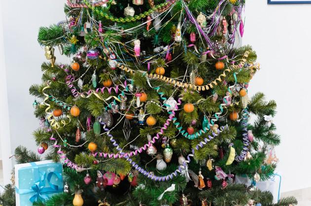 Украшения для новогоднего дерева собирали по всей стране