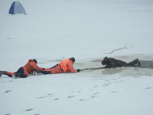 70-летний мужчина не смог самостоятельно выбраться из воды