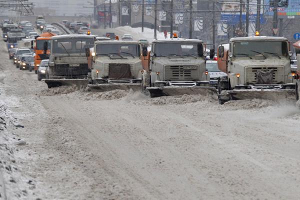 Для расчистки столичных дорог задействовано 265 единиц спецтехники