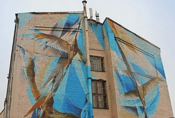 Рисунок с изображением летящих птиц появился в Шевченковском районе Киева