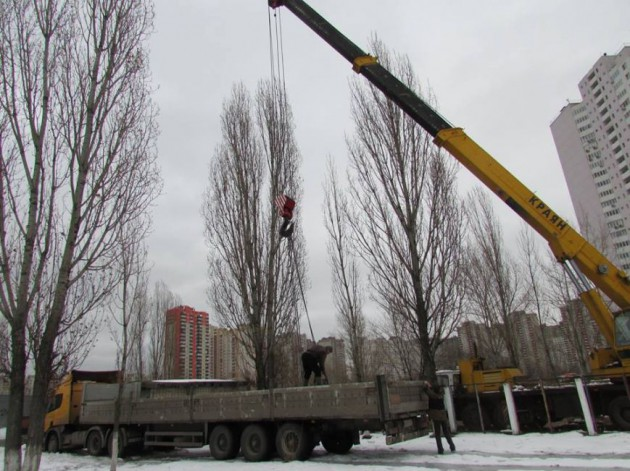 На озере также проложат дренажную трубу, которая соединит его с Днепром