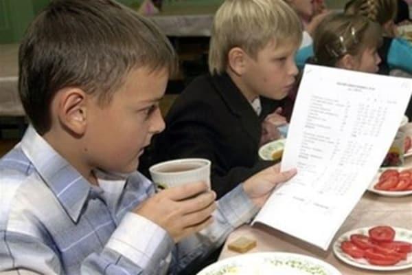 Бесплатное питание остается у учеников 1-4 классов