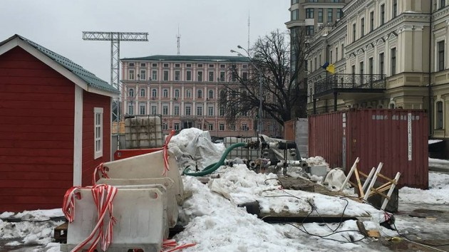 Киевляне пожаловались на мусор в центре столицы