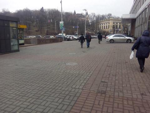 Теперь на тротуаре официально можно ставить машины