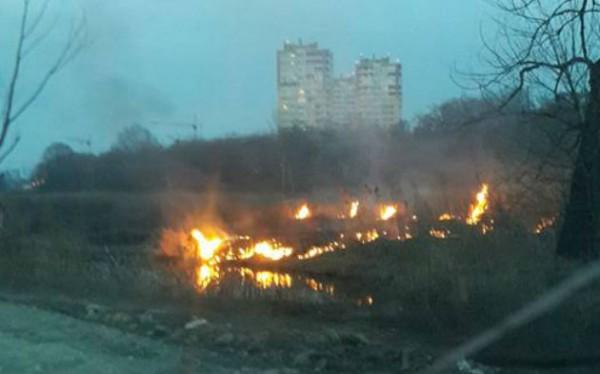 """Жители пишут в соцсетях, что в городе начался """"сезон горения торфа"""""""