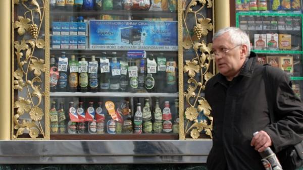 Запрет продажи алкоголя в киосках поддержали 75 столичных депутатов