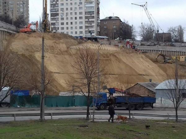 В Киеве на улице Киквидзе, 43 произошел сдвиг почвы