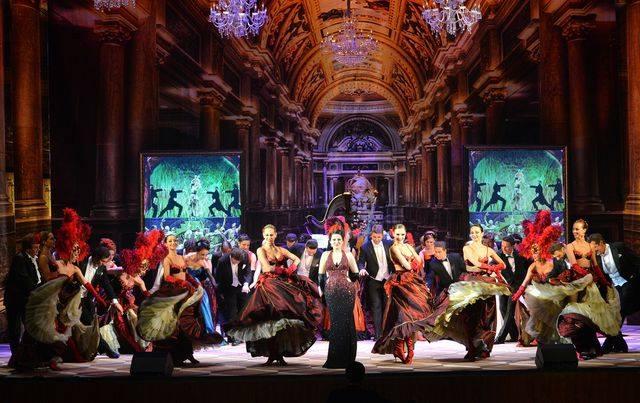 В 17 городских театрах Киева работает 1993 штатных работников. Ежемесячно на их зарплату из городского бюджета выделяется 12 миллионов 450 тысяч 345,41 гривен