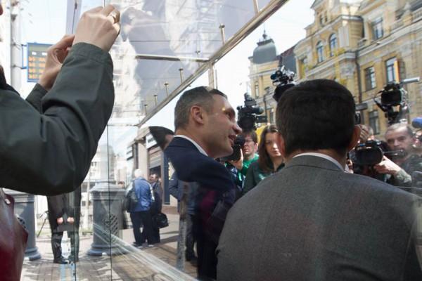 Кличко рассказал, что в планах столичной власти - установить около 50 таких остановок в Киеве до конца года