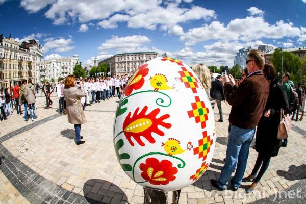 На Софийской площади представили 374 яйца со всей Украины