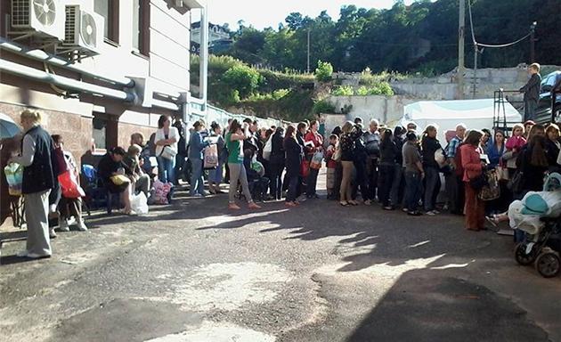 Больше на Подоле не будут массово собирать и выдавать гуманитарную помощь