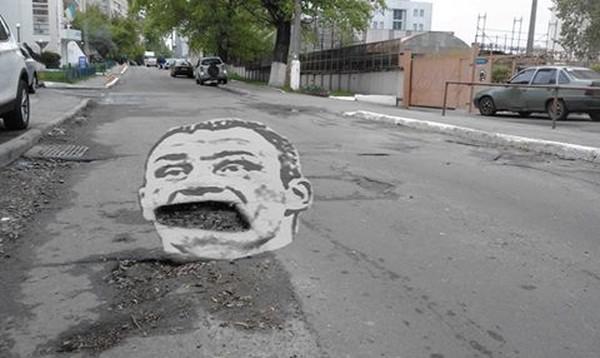 Автор пытался привлечь внимание к проблеме дорог в столице