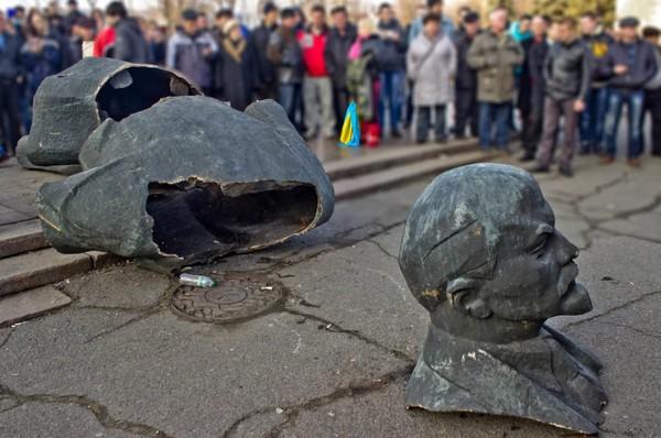 Мэр Киева Виталий Кличко определил временным местом хранения для демонтированных памятников площадку в аэропорту Киев