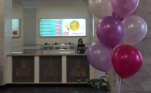 Столовая, расположенная на первом этаже мэрии на Крещатике, 36, после двухмесячного перерыва возобновила свою работу
