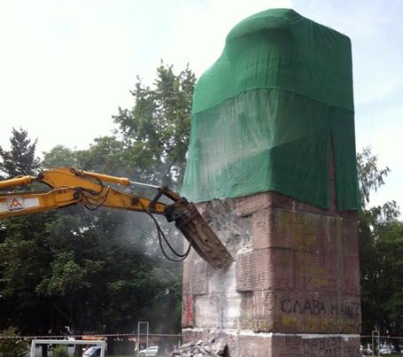 Монумент удалось разрушить только с второй попытки