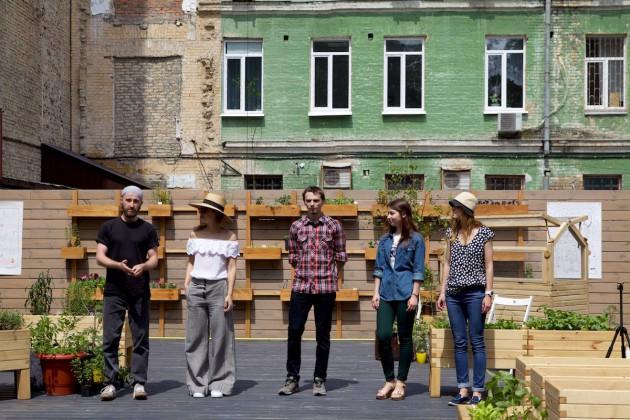 На ул. Пушкинской открылось пространство с грядками и Wi-Fi