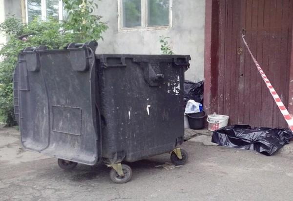 Тело ребенка в мусорном баке обнаружила дворник