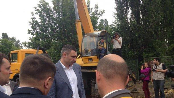 Незаконное строительство, угрожавшее исключить Софию Киевскую, из списка культурного наследия ЮНЕСКО было остановлено киевской властью при поддержке местных активистов