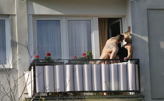 через балкон порно