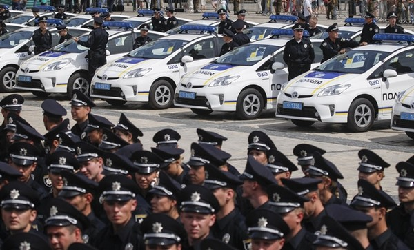 По данным полиции, пешим ходом со Святогорска Донецкой области идут 150 человек, всего заявлено 20 тыс. участников
