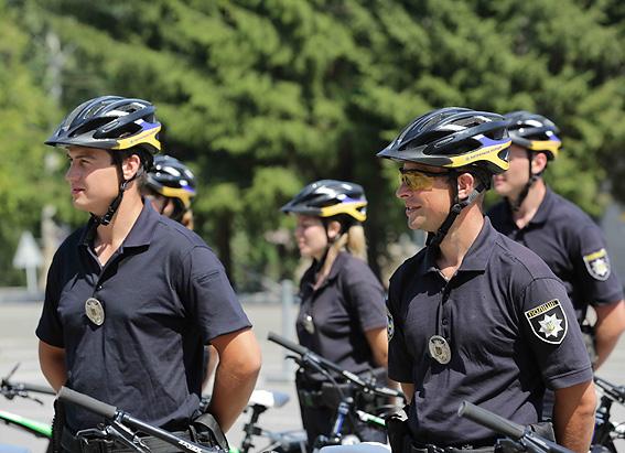 Первая группа велопатрульных получила сертификаты