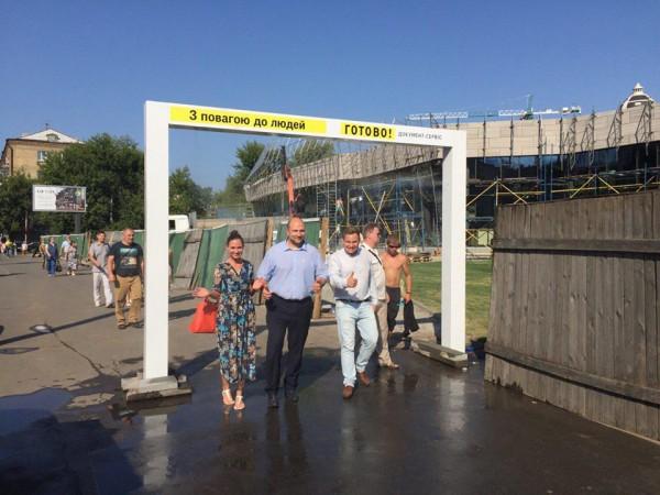Новая конструкция помогает киевлянам спасаться от жары