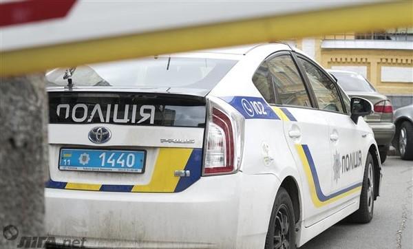 Пытаясь скрыться от полицейских, преступник потерял равновесие, упал головой на асфальт и получил тяжелые травмы