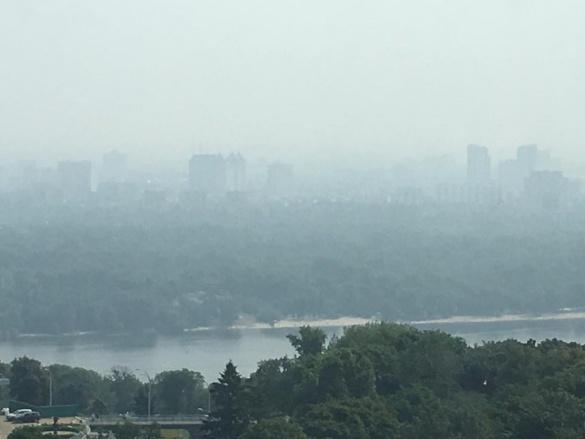 Согласно замерам Госпродпотребслужбы, образованный слой смога является безопасным для людей