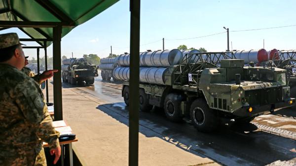 В параде ко Дню независимости в Киеве примет участие только новая военная техника, которую не будут отводить из зоны АТО