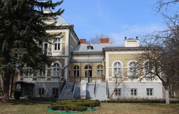 Будинок, у якому з 1908-го по 1914 рік жив Михайло Грушевський знаходиться поряд з будинком Івана Франка. Фото photo-lviv.in.ua