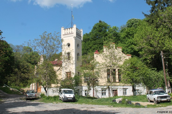 За кілометр-півтора від площі Ринок в бік Замкової гори знаходиться Музей визвольної боротьби України. Фото автора