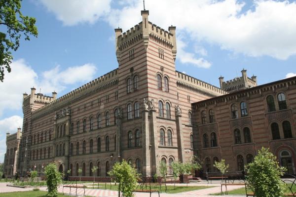 Велична будівля Львівського університету безпеки життєдіяльності схожа на замок
