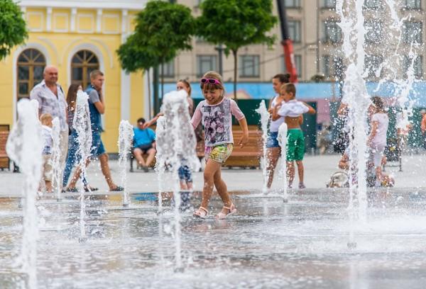 По данным Центральной геофизической обсерватории, средняя температура воздуха летом 2016 года в Киеве составила + 21,4 градуса