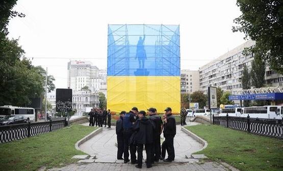 Белоцерковец отметил, что памятник перенесут в музей тоталитаризма