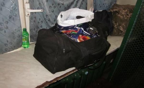 По словам задержанного с гранатами мужчины, он служит по контракту в Донецкой области и приехал в Киев на лечение