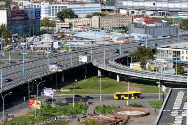 Кроме того, было принято решение о переименовании проспекта Воссоединения и улицы Патриса Лумумбы