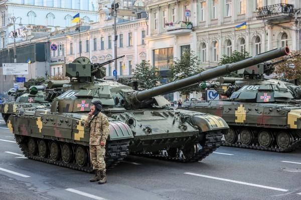 Петр Порошенко откроет на Майдане Независимости выставку военной техники